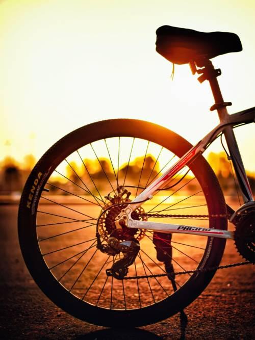 Fond d'écran de Vélo au coucher du soleil