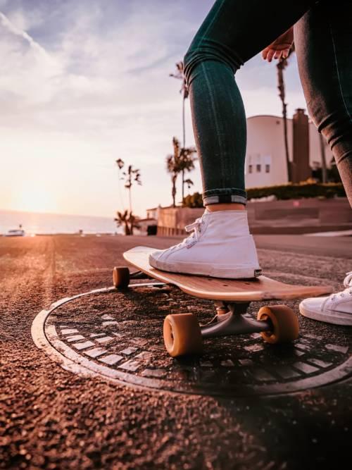 Abfahrt mit Skateboard wallpaper
