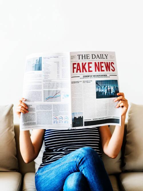 Fond d'écran de Fausses nouvelles pour mobiles et tablettes