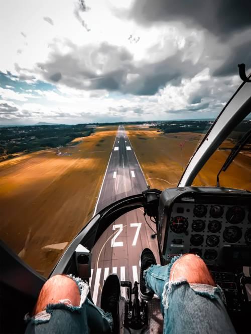 Fondo de pantalla de Helicóptero despegando para móviles y tablets