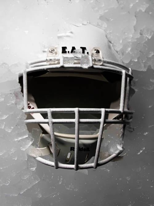 Helm auf Eis wallpaper