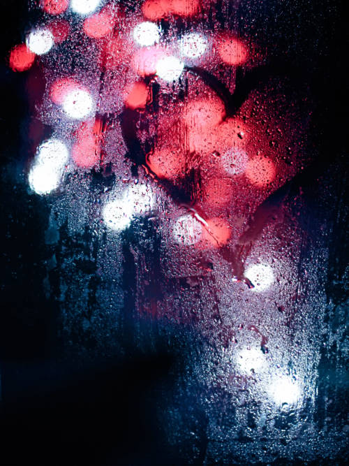 Fond d'écran de Lumières sous la pluie pour mobiles et tablettes
