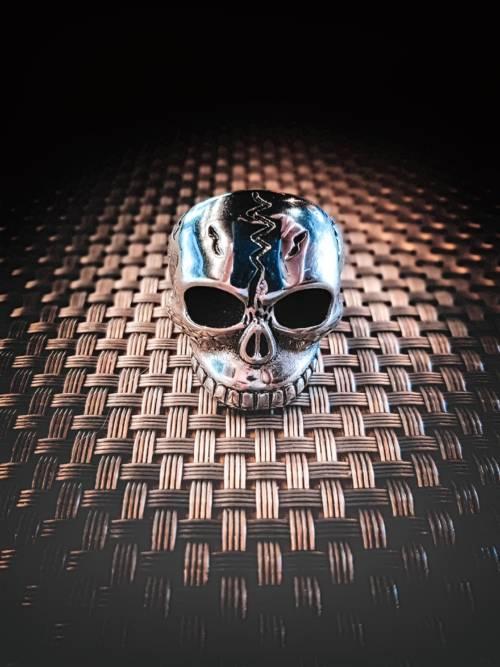 Fond d'écran de Crâne en métal pour mobiles et tablettes