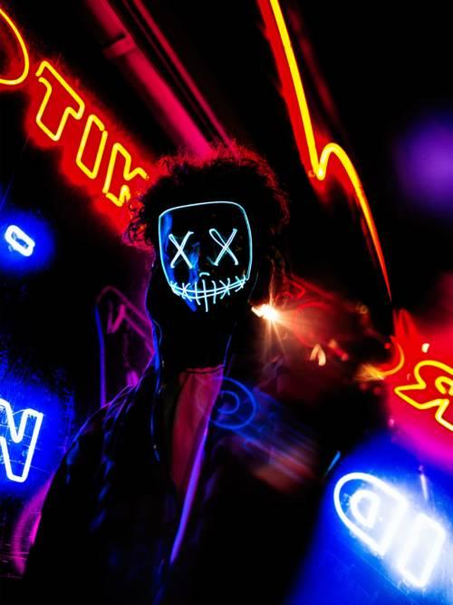 Neon-Schild mit LED-Maske wallpaper
