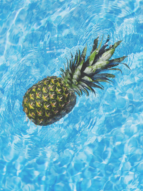 Pineapple in the water wallpaper