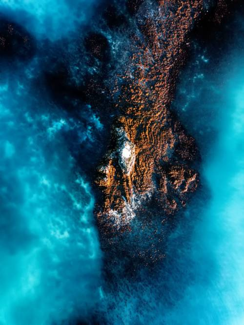Fond d'écran de Roches dans la mer