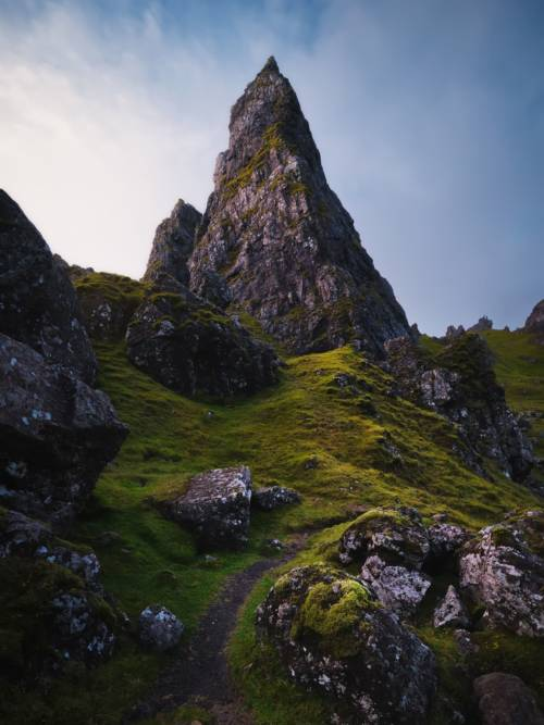 Felsiger Berg in Storr wallpaper