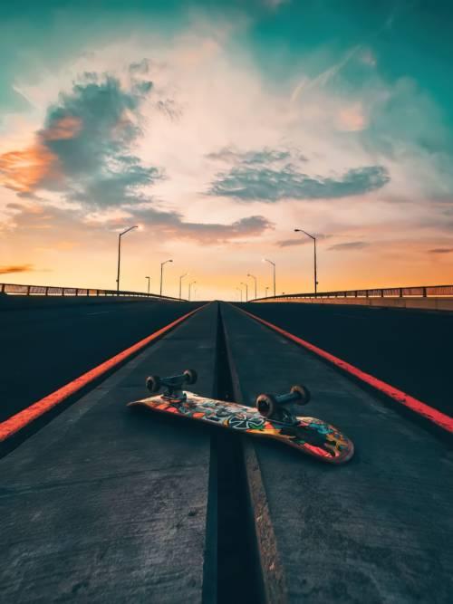 Fond d'écran de Skateboard sur la route