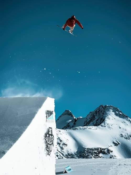 Snowboarder im Stubai Zoo wallpaper