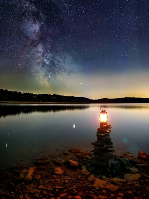 Fondo de pantalla de Noche estrellada en el lago
