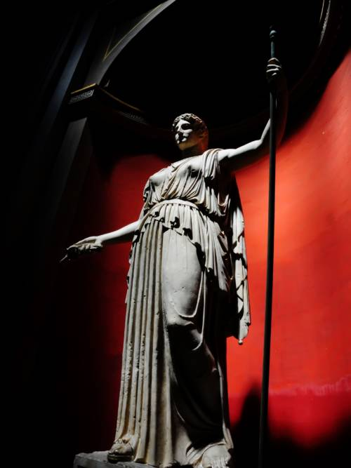Statue die Gehstock hält wallpaper