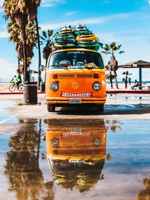 Surfer van wallpaper